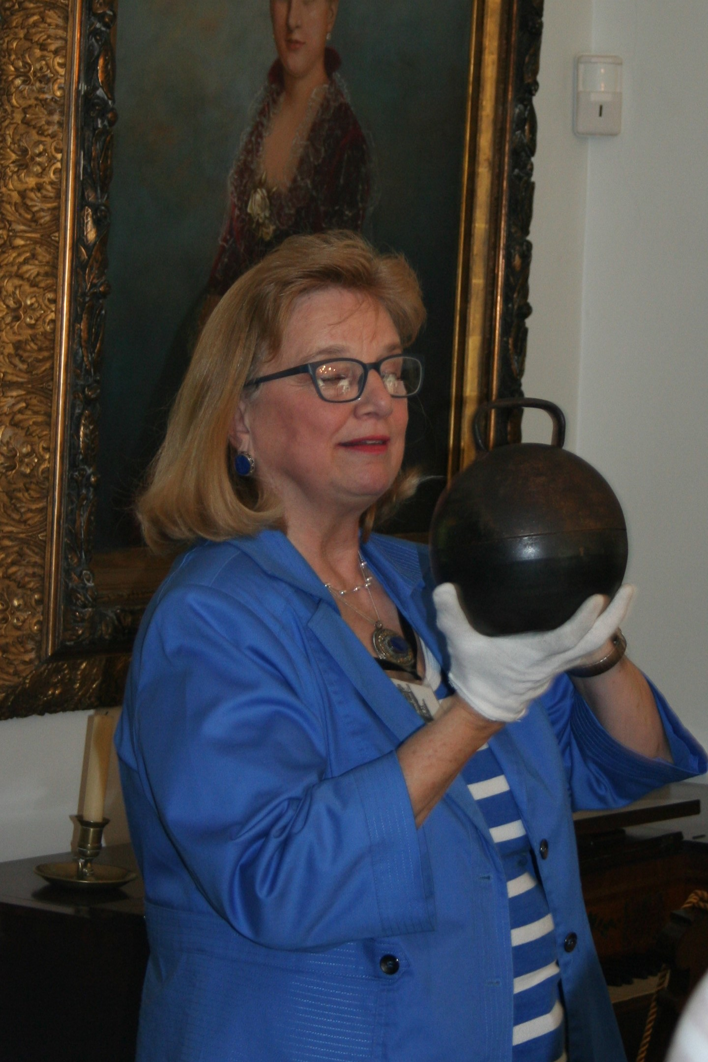 A volunteer docent is shown during our tour of Duncan Tavern